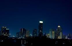 Nachtskyline von Bangkok Stockbild