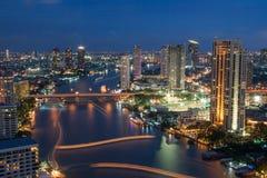 Nachtstädtische Stadt-Skyline, Bangkok, Thailand Stockfotos