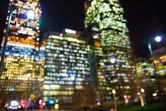 Nachtstad van de mening van Londen in onduidelijk beeld Londen stock foto