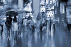 Nachtstadt der absichtlichen Bewegungsunschärfe Lizenzfreie Stockfotos
