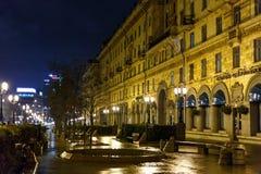 Nachtstadt im rauen Wetter Stockbilder