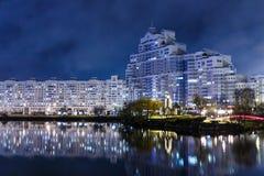 Nachtstadt im rauen Wetter Lizenzfreie Stockbilder