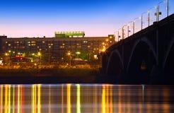 Nachtstadt von Krasnoyarsk stockfotografie
