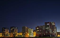 Nachtstadtbezirk stockfotos