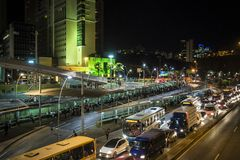 Nachtstadtverkehr, Belo Horizonte, Minas Gerais, Brasilien stockbilder