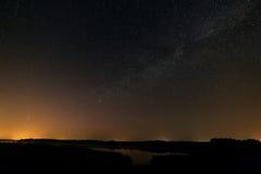 Nachtsternenklarer Himmel für Hintergrund Stockfotografie