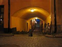 Nachtstraße in der alten Stadt. Lizenzfreies Stockbild