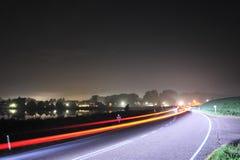 Nachtstraße in Holland lizenzfreie stockfotografie