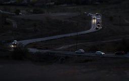 Nachtstraßen- und -autolichter Lizenzfreies Stockfoto