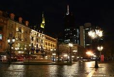 Nachtstraßen von Frankfurt Stockfotos