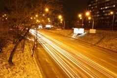 Nachtstraßenverkehr in Kyiv, Ukraine Stockbild