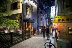 Nachtstraat in Gion, Kyoto stock foto
