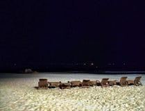 Nachtstrandjungenleben lizenzfreie stockbilder