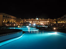 Nachtswimmingpool Lizenzfreies Stockfoto