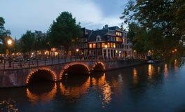 Nachtszene in Amsterdam Lizenzfreie Stockbilder