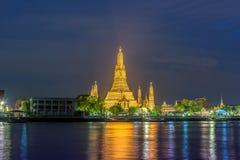 Nachtszene bei Wat Arun, buddhistischer Tempel, Bangkok, Thailand Stockfotografie