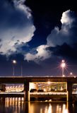 Nachtszene der Brücke Stockbild