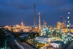 Nachtszene der Chemiefabrik Stockbilder