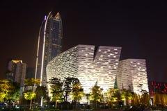 Nachtszene der modernen Architektur Stockfotos