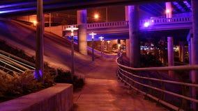 Nachtszene der Weg-Spur Stockbilder