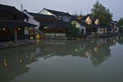 Nachtszene an der Wuzhen-Wasserstadt Lizenzfreies Stockfoto
