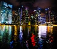 Nachtszene des Finanzbezirkes Marina Bay in Singapur Reise stockfotos