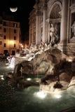 Nachtszene des Trevi-Brunnens Lizenzfreies Stockbild