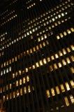 Nachtszene eines Gebäudes Stockfotografie