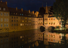 Nachtszene Nürnbergs, Deutschland-Heilig Geist Spital- Stockbild