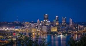 Nachtszene Pittsburgh Stockbild
