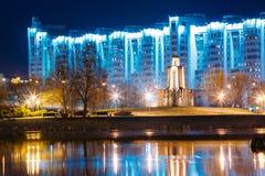 Nachtszene von der Insel von Rissen in Minsk, im Stadtzentrum gelegen Stockbilder
