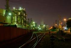 Nachtszene von Fabriken Lizenzfreies Stockbild