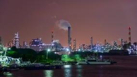 Nachtszene von Fabriken Lizenzfreie Stockfotografie
