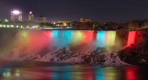 Nachtszene von Niagara Falls lizenzfreies stockfoto