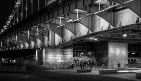 Nachtszenen in der Stadt in Schwarzweiss lizenzfreies stockfoto