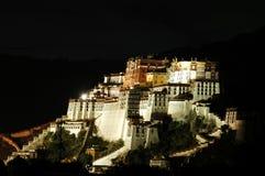 Nachtszenen des Potala Palastes Lizenzfreie Stockfotos
