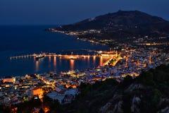 Nachtszenen-Stadtbildpanorama in Zakynthos Griechenland stockfoto