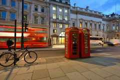 Nachtverkeer op de straten van Londen Royalty-vrije Stock Afbeeldingen