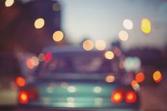 Nachtverkeerslichten in de stad Stock Foto's