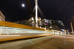 Nachtverkehr auf dem Postplatz Lizenzfreie Stockbilder
