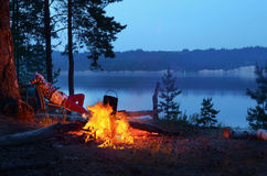 Nachtvuur op de rivier Stock Foto