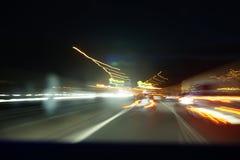 Nachtweg met lange blootstelling royalty-vrije stock foto's
