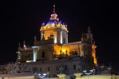 Nachtwinter St. George Cathedral in Lemberg, Ukraine Lizenzfreie Stockfotos