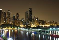 Nachtzeit-Chicago-Skyline Lizenzfreie Stockfotografie