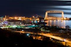 Nachtzeit Duluths Minnesota Stockbild