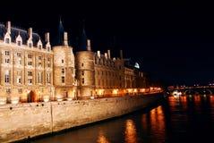 Nachtzeit Paris stockfotos