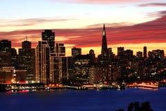 Nachtzeit, San Francisco skyl Lizenzfreies Stockbild