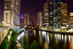 Nachtzeit-Skylinegroßstadt Lizenzfreies Stockbild