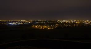 Nachtzeit-Stadtbild von Wakefield Stockfotografie