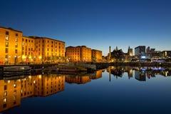 Nachtzeitansicht von Salthouse-Docks nahe bei Albert Dock im kulturellen Viertel von Liverpool Genommen am 11. Juni 2014 in Liver lizenzfreie stockfotos